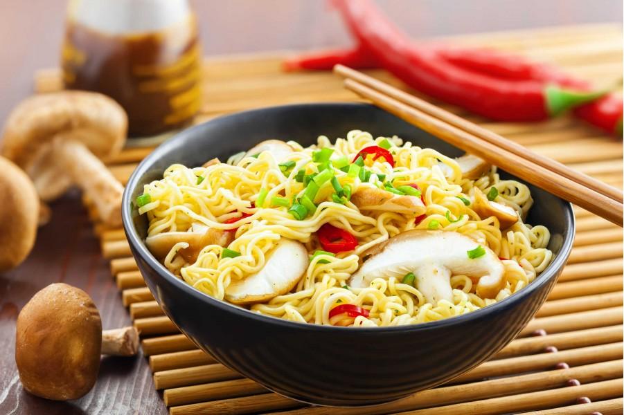 Sai lầm khi ăn của đa số người Việt khiến mỳ ăn liền càng độc hại